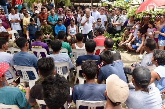 Ông Duterte sẽ tổ chức họp khẩn vụ tàu Trung Quốc đâm tàu Philippines - Ảnh 1.