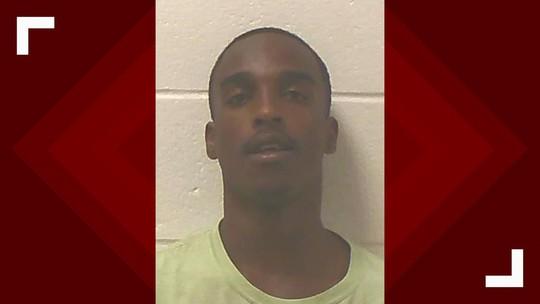 Mỹ: Bé 5 tuổi nổ súng vào đầu em 2 tuổi, người chú bị buộc tội - Ảnh 1.