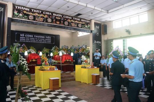 Truy điệu 2 phi công quân sự hy sinh trong vụ rơi máy bay - Ảnh 5.
