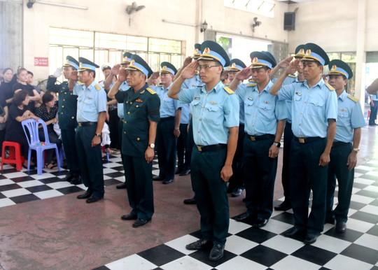 Truy điệu 2 phi công quân sự hy sinh trong vụ rơi máy bay - Ảnh 4.