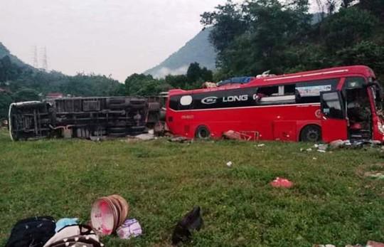 Tai nạn kinh hoàng giữa xe khách và xe tải, 3 người chết, 38 người bị thương - Ảnh 1.