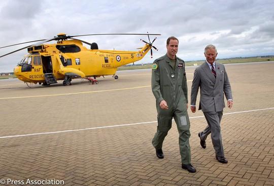 Vợ chồng Hoàng tử Harry hé lộ ảnh mới của con trai đầu lòng - Ảnh 3.