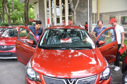 Hàng trăm ô tô thương hiệu Việt VinFast Fadil đến tay khách hàng - Ảnh 3.