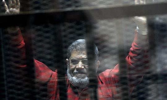 Chưa kịp lãnh án, cựu Tổng thống Ai Cập chết ngay tại tòa - Ảnh 1.