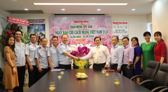 Lãnh đạo Bộ Giáo dục và Đào tạo thăm Báo Người Lao Động - Ảnh 2.