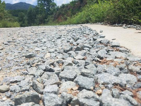 Cận cảnh con đường hư hỏng bất thường - ảnh 4