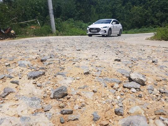 Cận cảnh con đường hư hỏng bất thường - ảnh 2