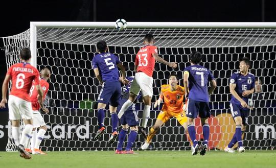 Vargas lập siêu phẩm bàn thắng, Chile đè bẹp Nhật Bản - Ảnh 3.