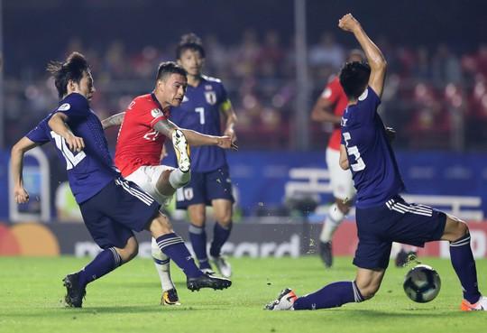 Vargas lập siêu phẩm bàn thắng, Chile đè bẹp Nhật Bản - Ảnh 5.