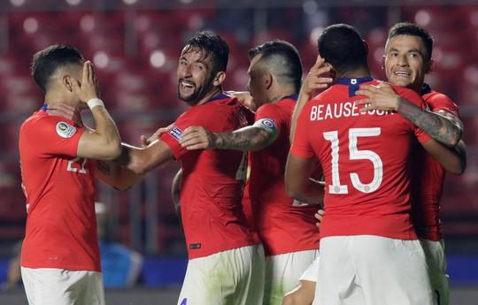 Vargas lập siêu phẩm bàn thắng, Chile đè bẹp Nhật Bản - Ảnh 9.