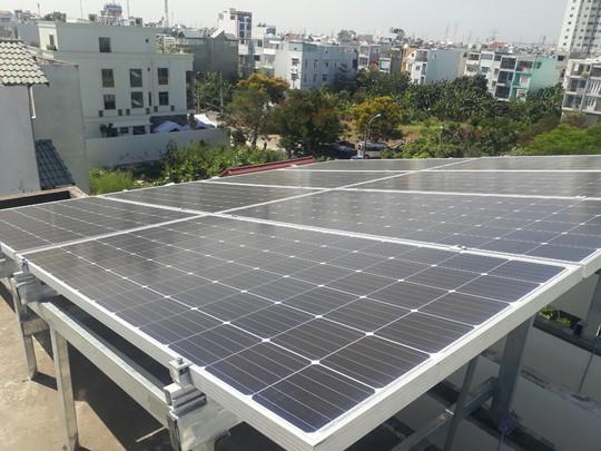 Ngân hàng cho vay lắp điện mặt trời áp mái lãi suất 11,99%/năm - Ảnh 1.
