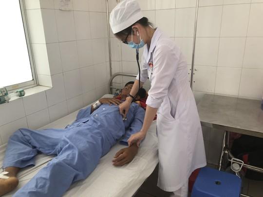 Hy hữu cứu sống bệnh nhân sốt xuất huyết, máu phun ồ ạt - Ảnh 1.