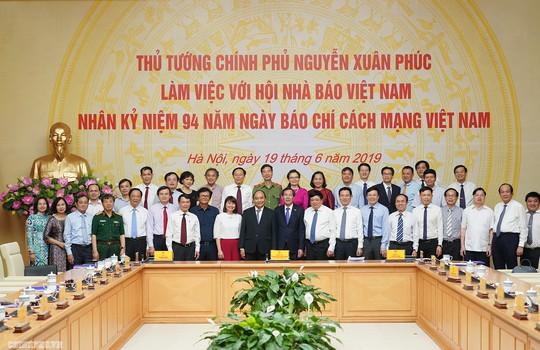 Thủ tướng Nguyễn Xuân Phúc: Chính phủ sẽ tạo cơ chế để báo chí phát triển - ảnh 4