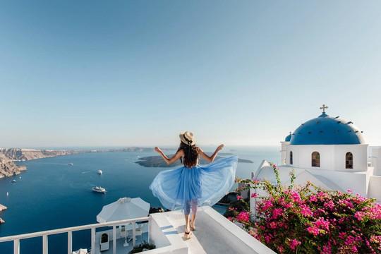 Hòn đảo hút khách bởi kiến trúc xanh - trắng ở Hy Lạp - Ảnh 1.