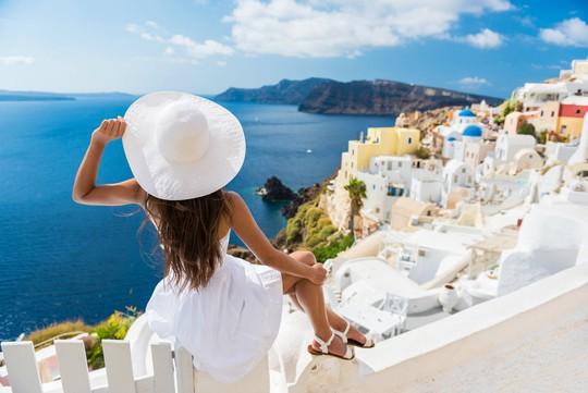 Hòn đảo hút khách bởi kiến trúc xanh - trắng ở Hy Lạp - Ảnh 2.