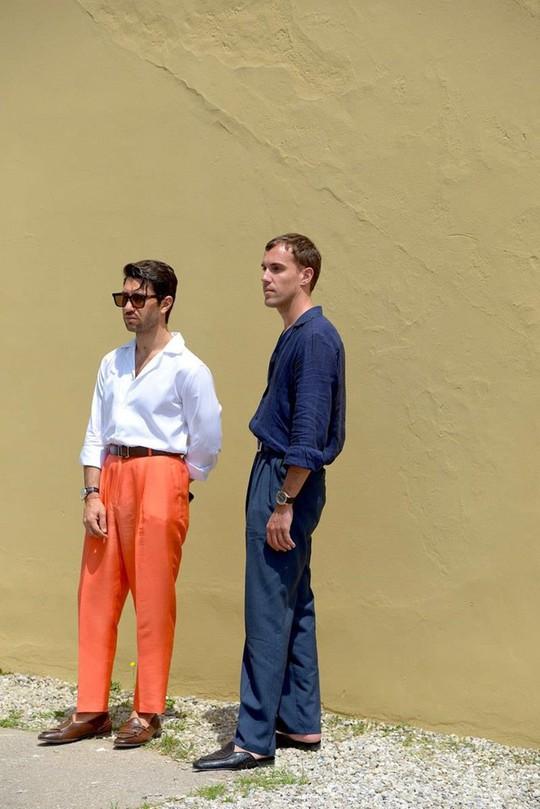 Bỏ qua những bộ suit, nam giới ngày càng chuộng đồ màu sắc - Ảnh 4.