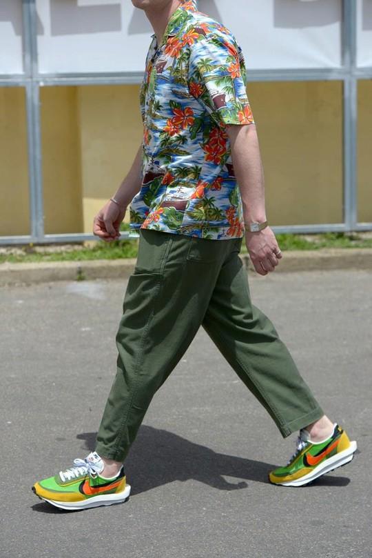 Bỏ qua những bộ suit, nam giới ngày càng chuộng đồ màu sắc - Ảnh 7.