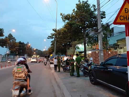 Vụ giang hồ vây công an: Đang khám xét nhà, công ty ông Nguyễn Tấn Lương - ảnh 2
