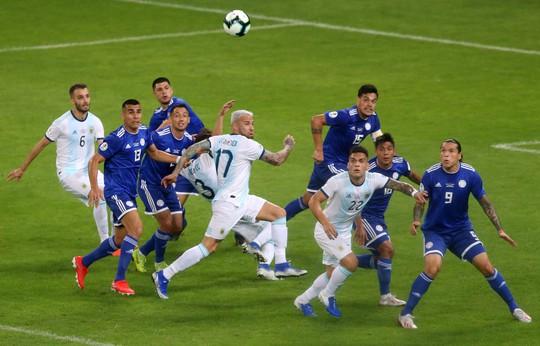 Messi ghi bàn, Argentina vẫn xếp chót bảng - Ảnh 2.