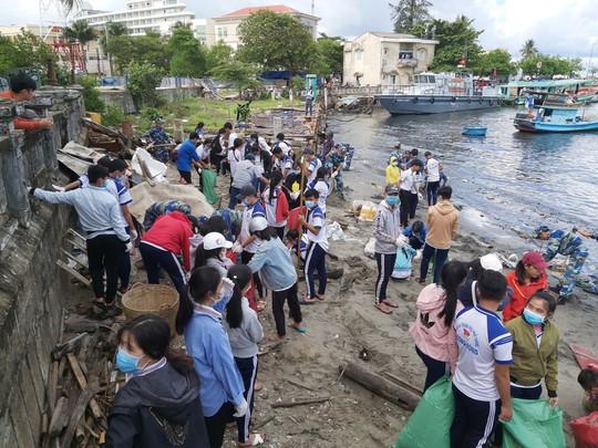 don ve sinh moi truong tai cang duong dong 1561049511406662032737 Phú Quốc lấy thứ bảy đầu tháng làm ngày vì môi trường