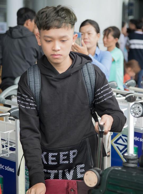 Phi Nhung đưa con nuôi Hồ Văn Cường đi Mỹ lưu diễn - Ảnh 2.