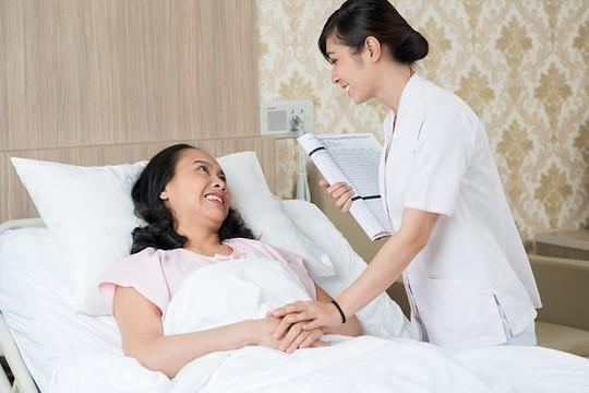 Bác sĩ Bệnh viện Ung Bướu Hà Nội: Ung thư không phải dấu chấm hết, nếu làm điều này sớm hơn - Ảnh 1.