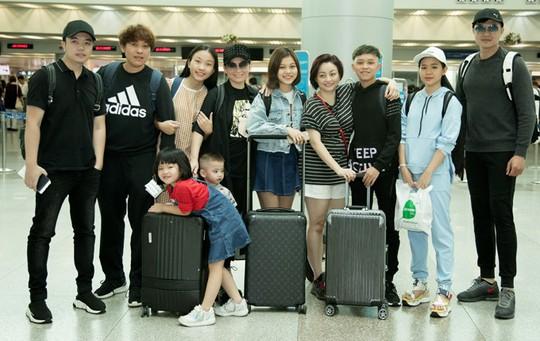 Phi Nhung đưa con nuôi Hồ Văn Cường đi Mỹ lưu diễn - Ảnh 7.