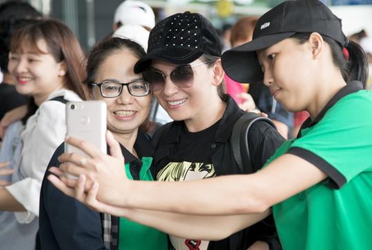 Phi Nhung đưa con nuôi Hồ Văn Cường đi Mỹ lưu diễn - Ảnh 8.
