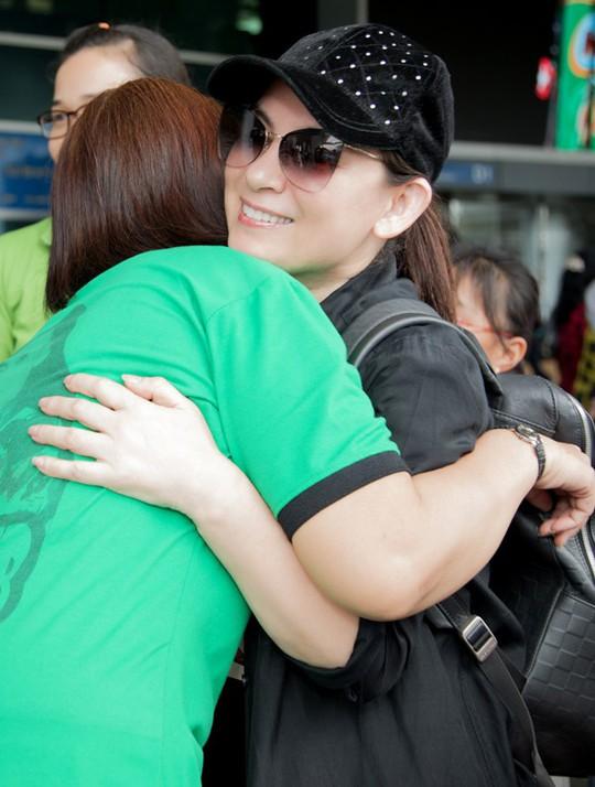 Phi Nhung đưa con nuôi Hồ Văn Cường đi Mỹ lưu diễn - Ảnh 9.