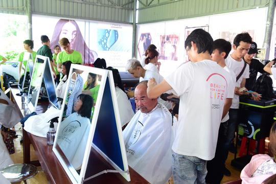 LOreal Việt Nam trồng cây, đào tạo nghề tóc... ở xã đảo Thạnh An - Ảnh 1.