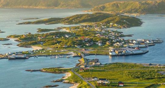 Kỳ lạ hòn đảo ở Na Uy đón ánh mặt trời suốt 69 ngày/năm - Ảnh 1.