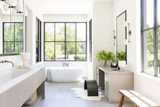 Chỉ nhờ mẹo thiết kế này mà phòng tắm luôn khiến người dùng thoải mái - Ảnh 2.