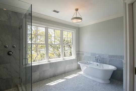 Chỉ nhờ mẹo thiết kế này mà phòng tắm luôn khiến người dùng thoải mái - Ảnh 12.