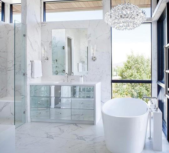 Chỉ nhờ mẹo thiết kế này mà phòng tắm luôn khiến người dùng thoải mái - Ảnh 14.