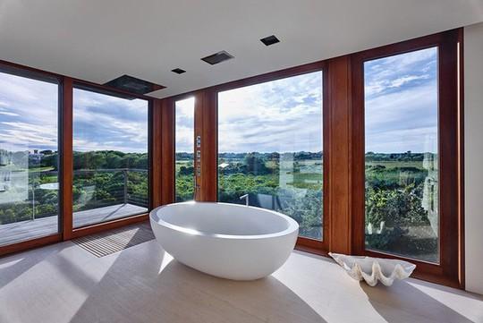 Chỉ nhờ mẹo thiết kế này mà phòng tắm luôn khiến người dùng thoải mái - Ảnh 18.