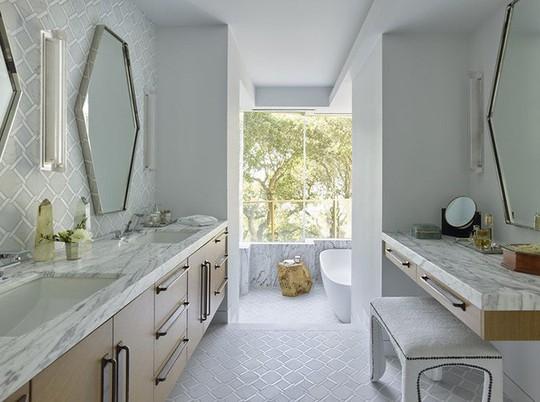 Chỉ nhờ mẹo thiết kế này mà phòng tắm luôn khiến người dùng thoải mái - Ảnh 21.