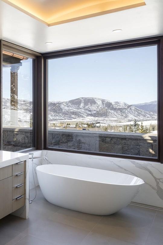 Chỉ nhờ mẹo thiết kế này mà phòng tắm luôn khiến người dùng thoải mái - Ảnh 9.