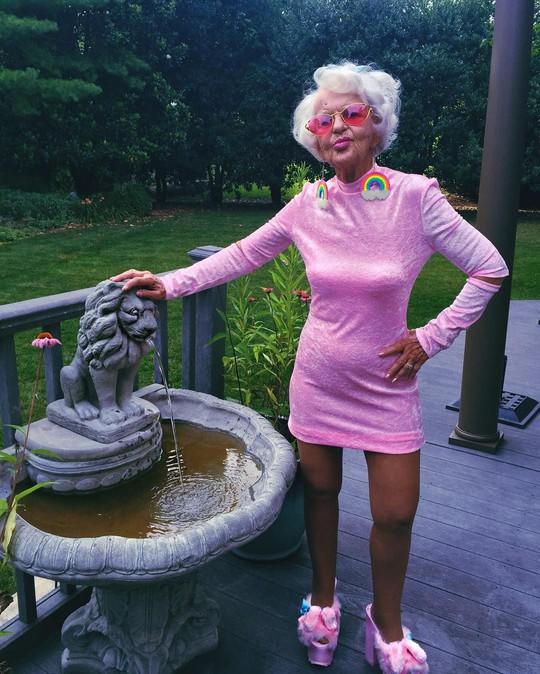 Ngắm biểu tượng thời trang ở tuổi 90 - Ảnh 10.