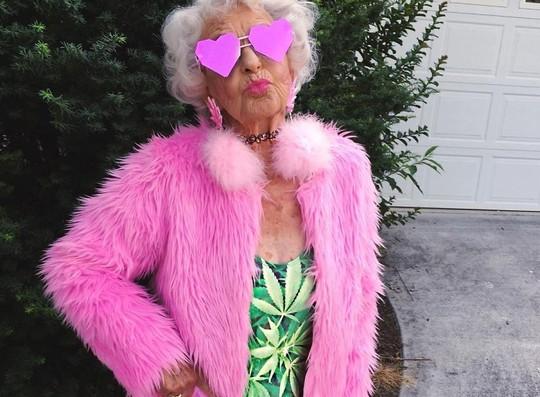 Ngắm biểu tượng thời trang ở tuổi 90 - Ảnh 2.