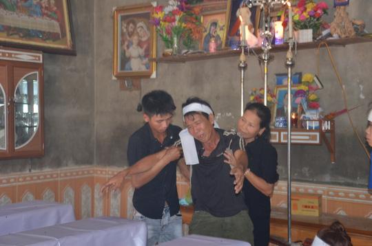 Tiếng khóc xé lòng trong căn nhà nghèo của 3 chị em ruột chết đuối - Ảnh 2.