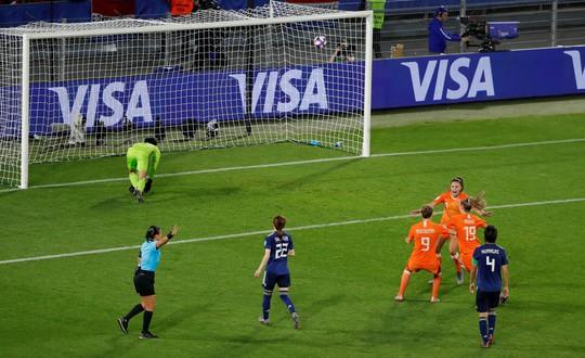 Bàn thắng phút 90 giúp Hà Lan loại Nhật Bản, vào tứ kết World Cup gặp Ý - Ảnh 3.