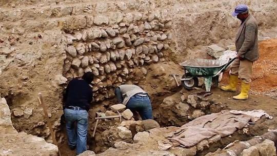 Xây khách sạn, đào phải 13 nền văn minh cổ đại - Ảnh 2.