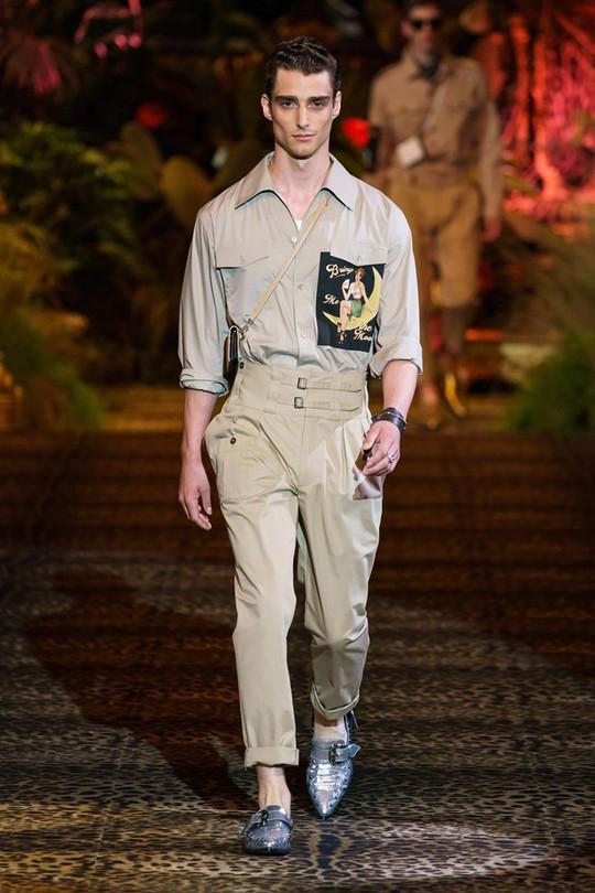 Nam giới mặc xuyên thấu và xu hướng gây chú ý trên sàn diễn - Ảnh 1.