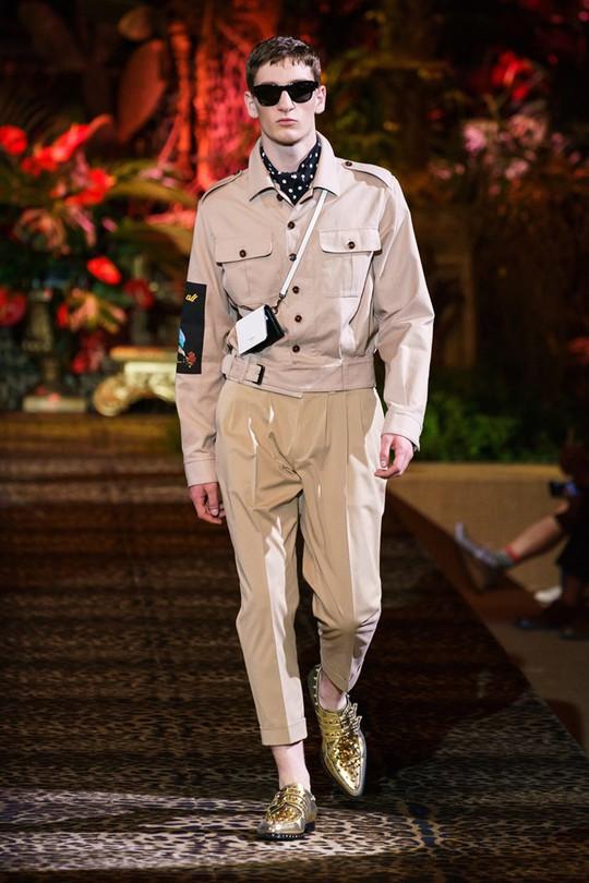 Nam giới mặc xuyên thấu và xu hướng gây chú ý trên sàn diễn - Ảnh 2.