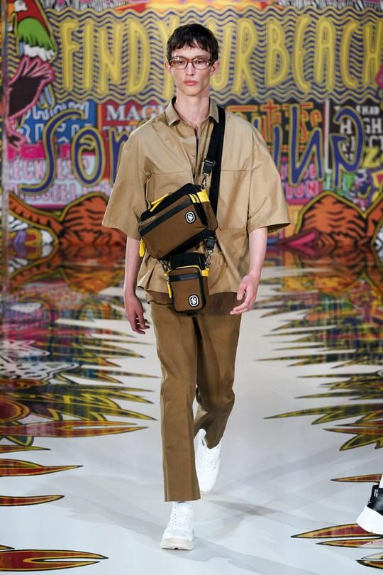 Nam giới mặc xuyên thấu và xu hướng gây chú ý trên sàn diễn - Ảnh 3.