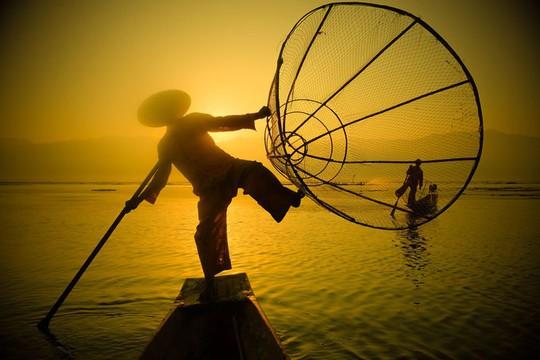 Những ngôi làng nổi trên mặt nước ở Myanmar - Ảnh 3.