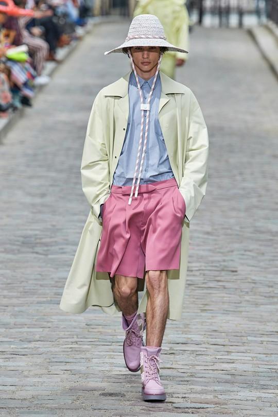 Nam giới mặc xuyên thấu và xu hướng gây chú ý trên sàn diễn - Ảnh 7.