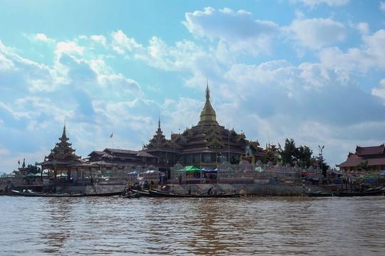 Những ngôi làng nổi trên mặt nước ở Myanmar - Ảnh 7.