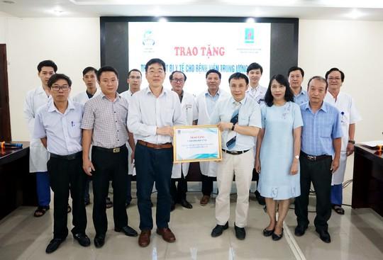 PV GAS tài trợ thiết bị y tế cho Bệnh viện Trung ương Huế - Ảnh 1.