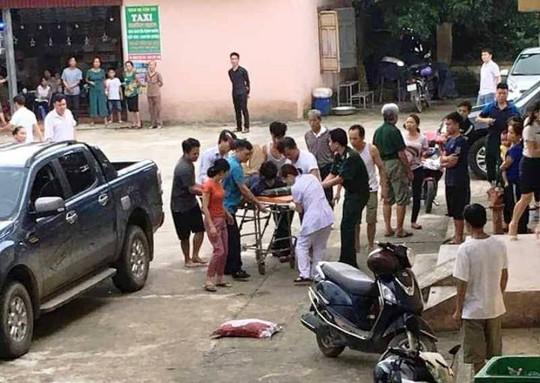 3 can bo bien phong Thanh Hoa bi ban thuong vong khi tuan tra